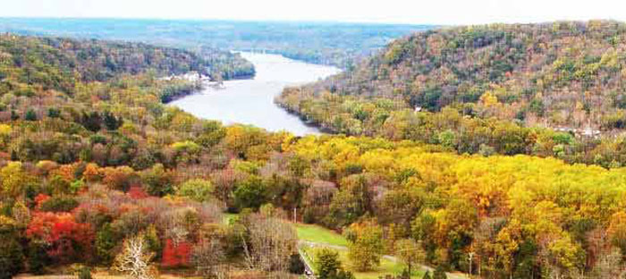 Fall is a wonderful time to enjoy shopping, dining, and the wonderful sights in Clinton, Hunterdon County NJ